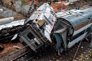 摩洛哥火車衝出軌撞橋墩 至少6死86傷