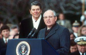 美國安顧問訪俄 擬告知將退出1987年飛彈條約
