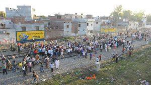 印度高速列車衝撞看煙火人群 至少61死72傷(視頻)