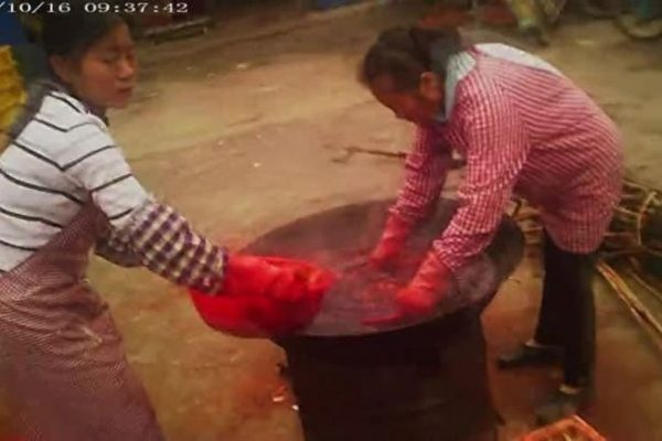 官員充當「保護傘」 萬噸柿餅被違禁「染色」出售