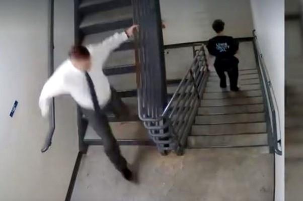 嫌犯当庭逃走 美国法官立脱法袍追逐逮人(视频)