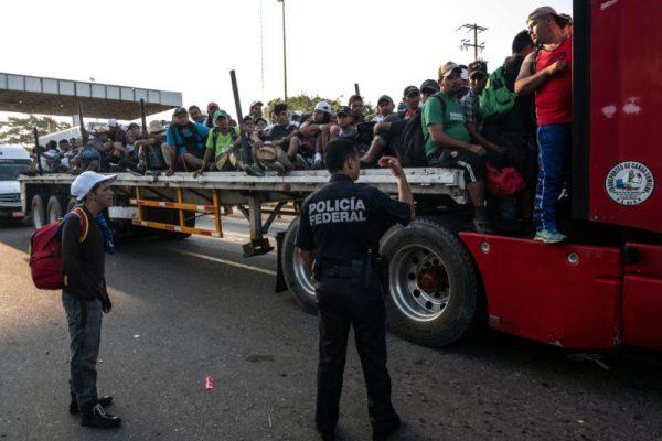 川普或阻所有大篷车移民入境 拒绝庇护申请