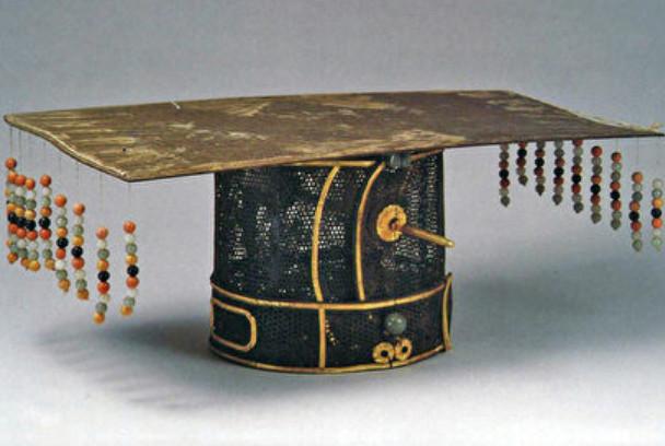 为什么古代皇帝的冕冠上前后要有垂珠?