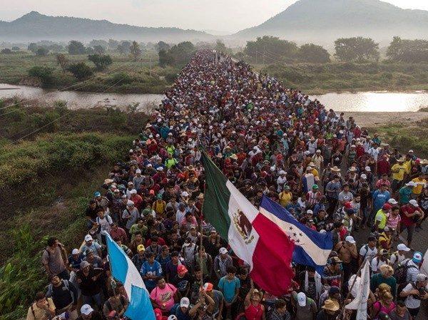 大篷车难民潮有增无减 墨西哥爆冲突