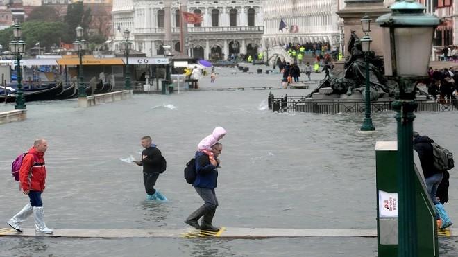 意大利强风暴雨酿6死 威尼斯7成地区淹大水