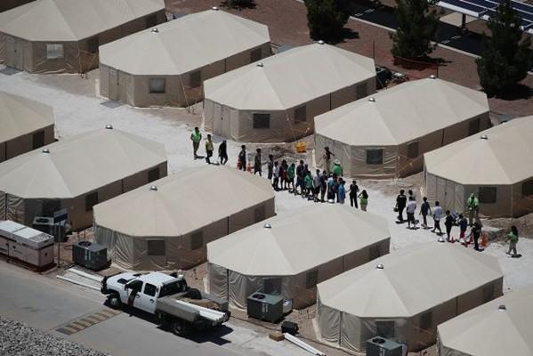 「大篷車」非法移民壓境 川普擬建「帳篷城」