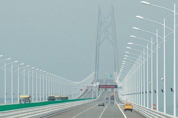 """港珠澳大桥车流低迷 港议员:千亿成本收回是""""天方夜谭"""""""