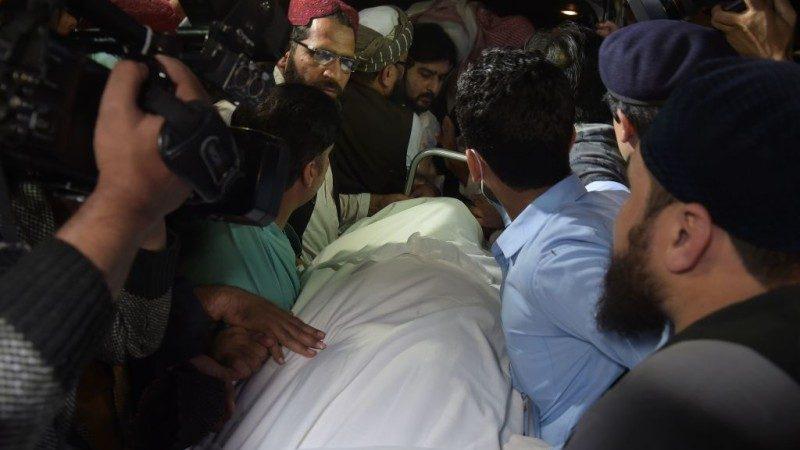 塔利班教父家中遇刺身亡 支持者上街骚乱