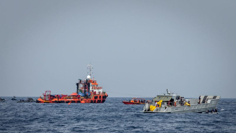 搜尋獅航失事客機 1名潛水人員疑因減壓症不幸過世