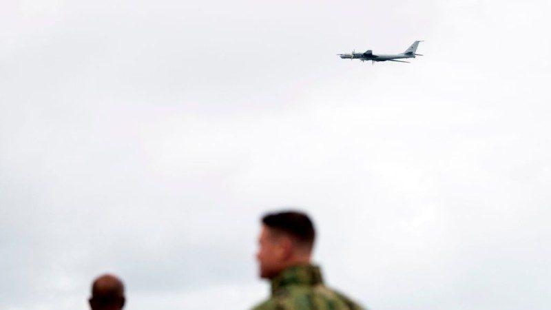 北约挪威大军演 俄TU-142战斗机低飞搅局