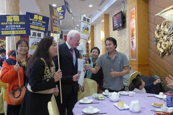 共和黨參議員高頓拜票 華人助選團跟隨