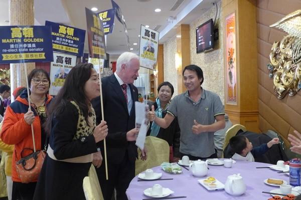 共和党参议员高顿拜票 华人助选团跟随