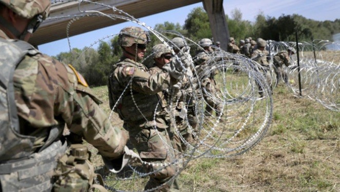 大篷车移民将至 美边境拉铁丝网严阵以待