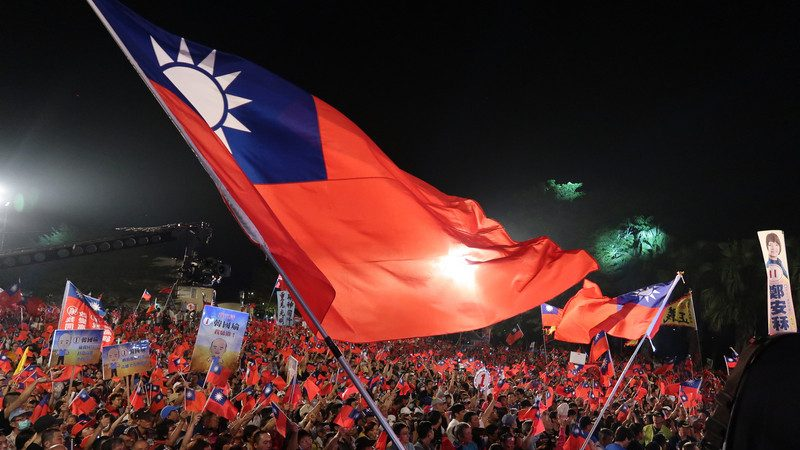韩国瑜旗山大造势旗海飘扬 逾3万人挤爆会场