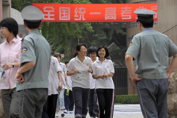 """《政审你大爷》网络疯传 重庆""""高考政审""""惹众怒"""