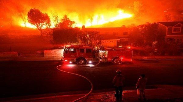 大火肆虐北加州 9死25萬人撤離 強風持續至下週