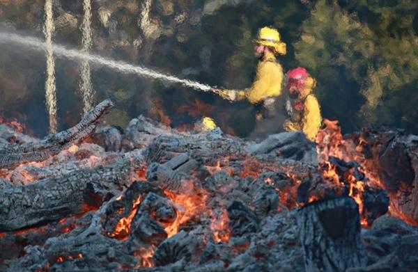加州野火燒太快 消防員先救人要緊