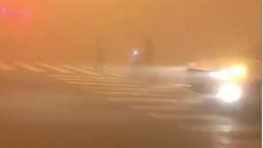 陰霾遮蔽北京 司機等半天難辨紅綠燈