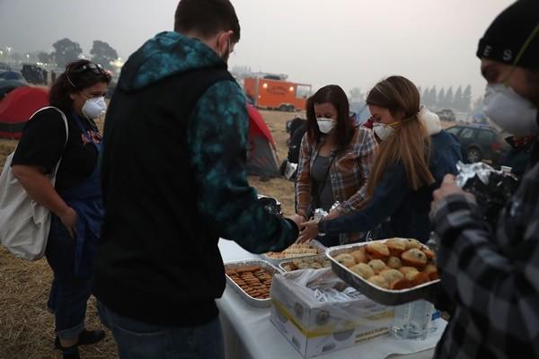 加州野火累计达66死 避难所爆发疫情