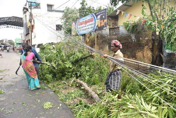 熱帶氣旋席捲印度東岸 釀33死近18萬人急撤