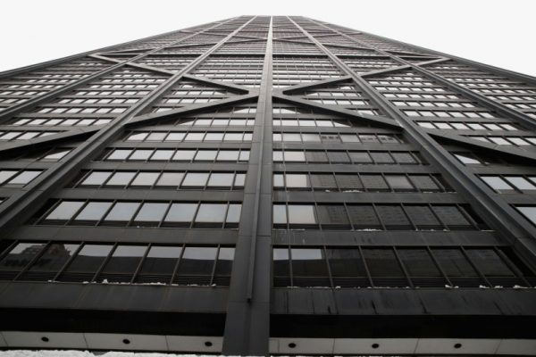 芝加哥摩天大楼电梯急坠84层 钻墙3小时救出6人