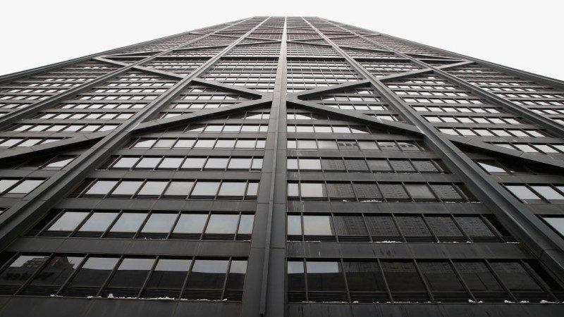 芝加哥摩天大樓電梯急墜84層 鑽牆3小時救出6人