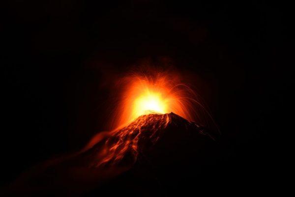 危國火峰火山噴發 4000居民驚嚇急撤