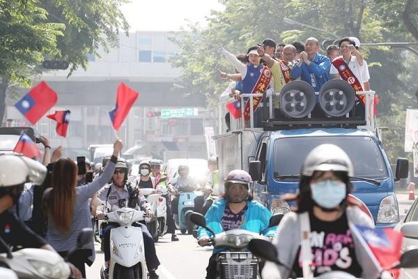 台灣選前三天衝刺 藍綠車隊拜票熱滾滾