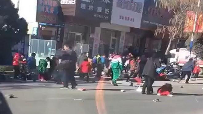 遼寧男駕奧迪衝撞小學生 致5死18傷(視頻)