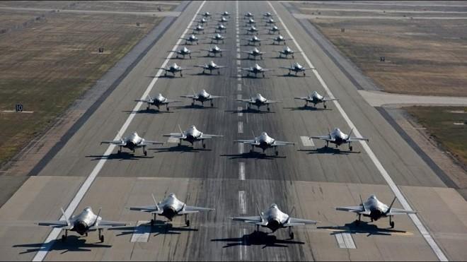 美35架F35秀大象漫步 陆专家叹歼20差太远