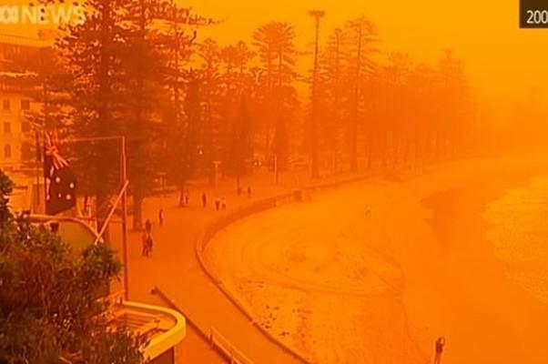 澳洲极端天气 沙尘暴加雷暴席卷多个城市
