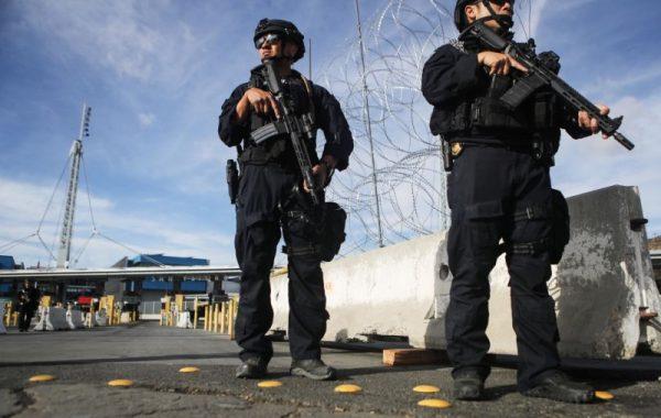 大篷车移民闯入境口岸 爆发小规模暴力事件