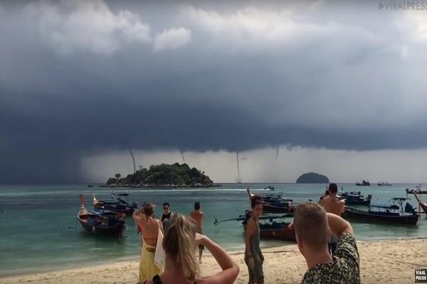 上接雷雨下冲水面 超狂4道水龙卷同现丽贝岛
