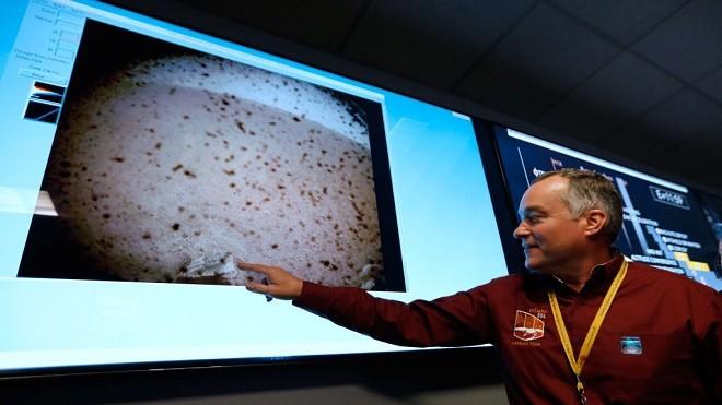 """NASA探测器""""洞察号""""登陆火星 传回首张照片(视频)"""