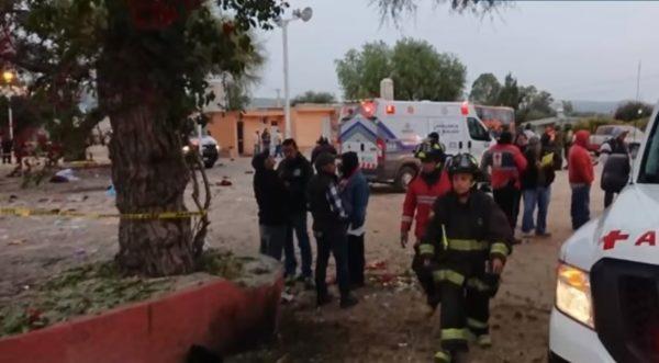 墨西哥节日游行 惊传烟火爆炸8死约50伤