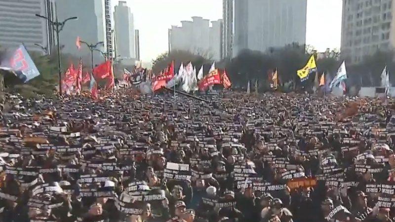 抗议共乘车App服务 韩国10万司机集会抗议