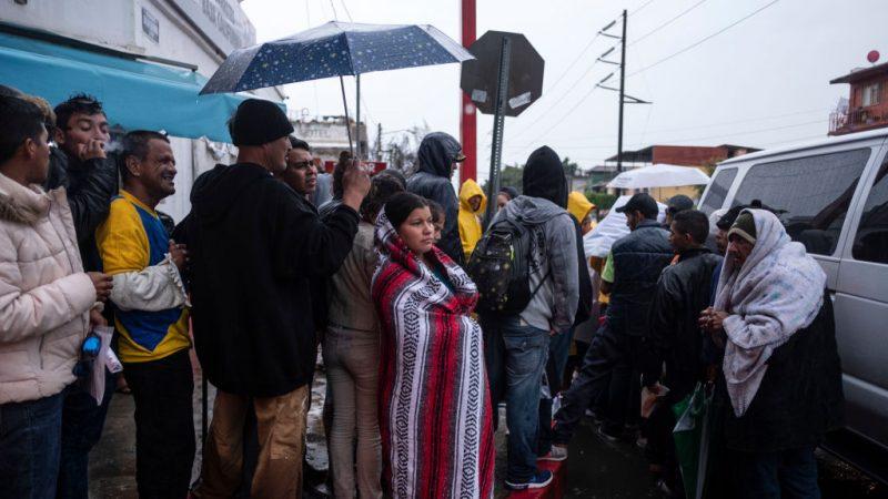 大篷车移民要挟:不让入境就给每人5万美元