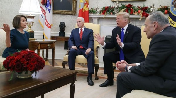 川普警告民主党领袖 国会不批就拨军费筑墙