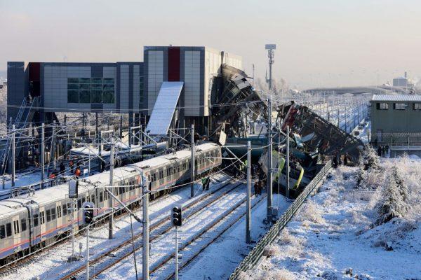 時事拼盤:剛果婦四萬英尺高空產子 土耳其火車事故釀9死