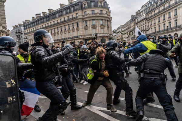 法國「黃背心」人數驟減 訴求轉向改變體制