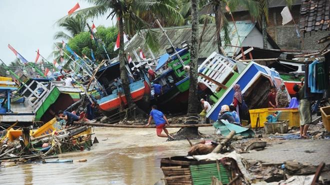 先救妈妈还是妻子? 艰难抉择在印尼海啸中真实上演