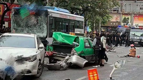 福建劫車撞人案細節:孕婦流產 車底拖着人