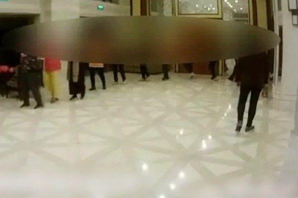 江蘇「大媽」闖酒店大堂跳廣場舞 職員驚呆