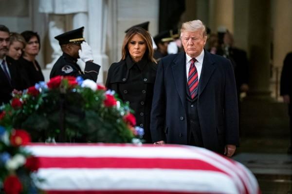 老布什遗体送抵华盛顿 川普5日出席葬礼