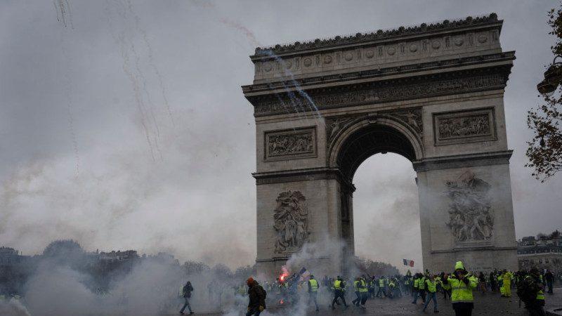 川普评巴黎暴乱:美国人不为它国污染付钱