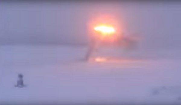 风雪交加能见度低 俄轰炸机勉强降落瞬成火球