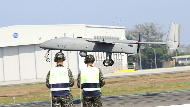 台海军锐鸢无人机起降 首次对媒体公开
