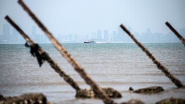 揭秘: 40艘美军舰集结台海 江泽民下软蛋
