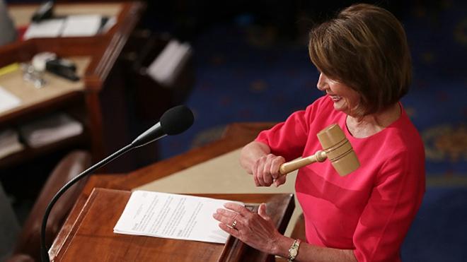 佩洛西再任美眾議院議長 主張強烈反共