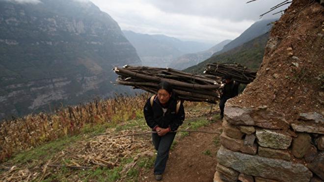 中国扶贫款哪去了?困难户30万钢琴再惹议